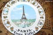 Фарфоровая тарелка с видом Эйфелевой башни