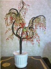 Деревья из бисера ручной работы.