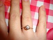 Продам кольцо из белого золота(2, 5 грамма,  проба 585) с бриллаинтом 0, 13 карат