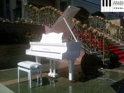 Сдам в аренду белый рояль