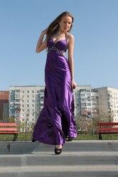 Продам фиолетовое платье на стройную девушку