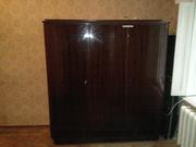 Продам 2 антикварных шкафа