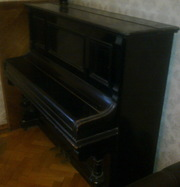 Продам антикварный комод,  стол,  пианино. Одесса.