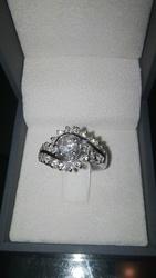 Элегантное кольцо из белого золота с бриллиантами