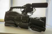 Продам профессиональную видеокамеру Sony HXR-MC2000