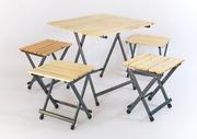 Раскладной стол и стульчики для отдыха на природе.