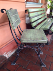 Деревянные стулья с чугунными ножками для кафе,  сада. Б/У
