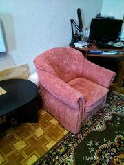 Продам полный комплект мягкой мебели: мягкий уголок,  кресло и пуфик