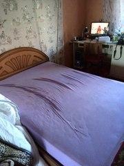 Продам двуспальную кровать с матрасом срочно