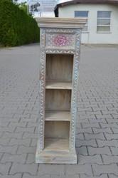 індійські різьблені меблі ідеально виглядають в оточенні декору витрим